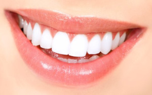 Amazing smile shows benefits of dental implants from OMSH in Houston TX